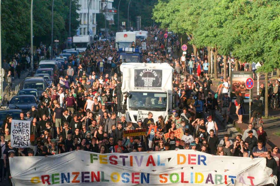 Rund 2500 Menschen zogen am Samstag durch die Stadt.