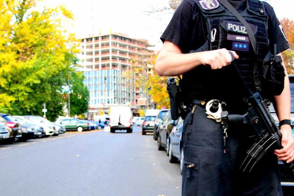 Die Täter sollen maskiert und bewaffnet gewesen sein.