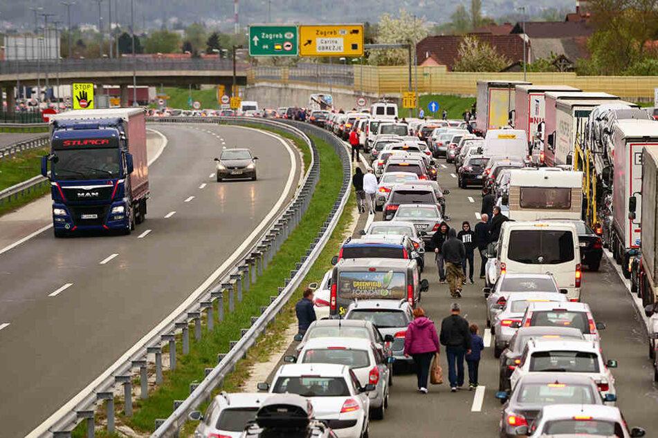 Nur einen Tag nach Einführung der strengeren Grenzkontrollen wurden sie wegen Staus wieder aufgehoben.