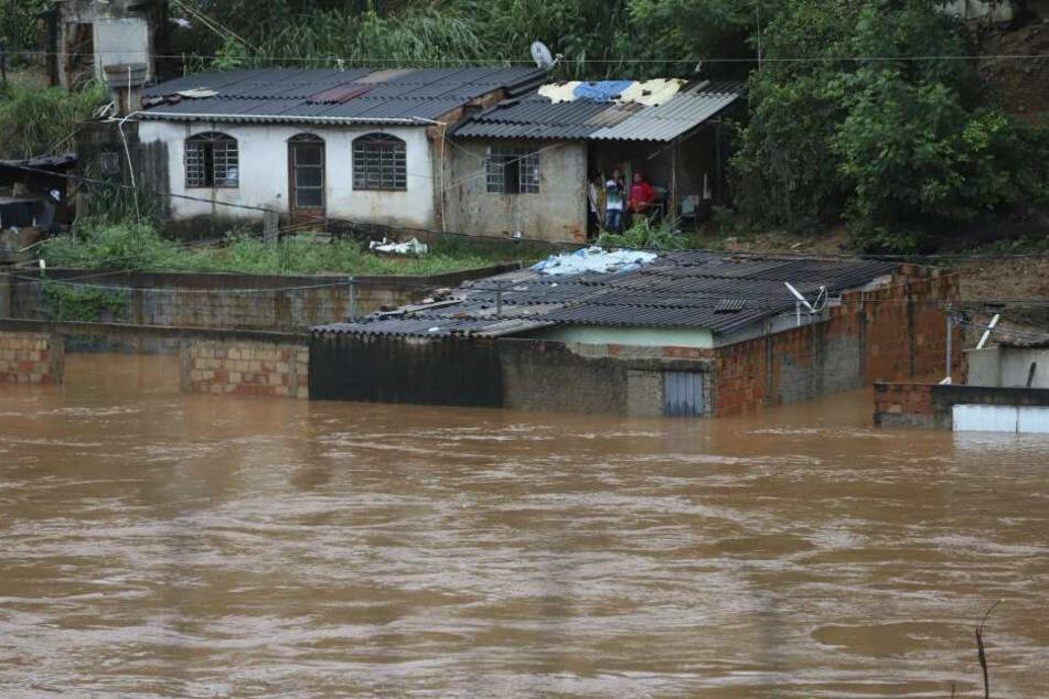 Die heftigen Überschwemmungen setzen der Bevölkerung im Südosten Brasiliens zu.