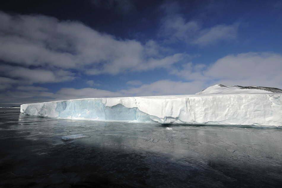 Eine der größten Eisplatte in der Antarktis, das Larsen-Eisschelf, droht zu abzubrechen.