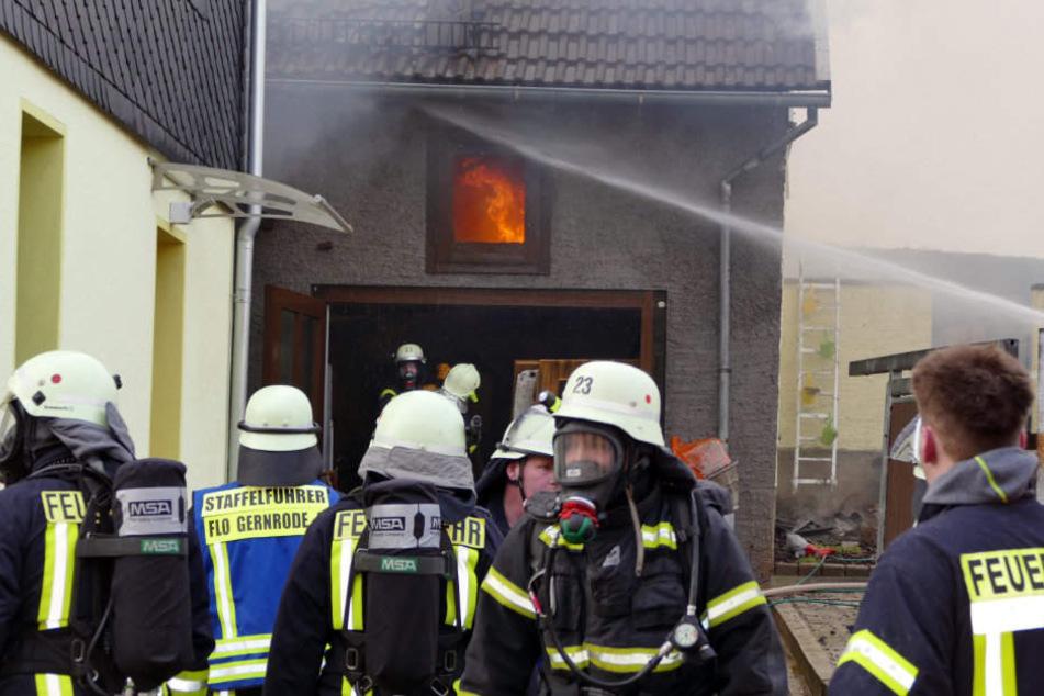 Mit einem Großaufgebot kämpfte die Feuerwehr gegen die Flammen.