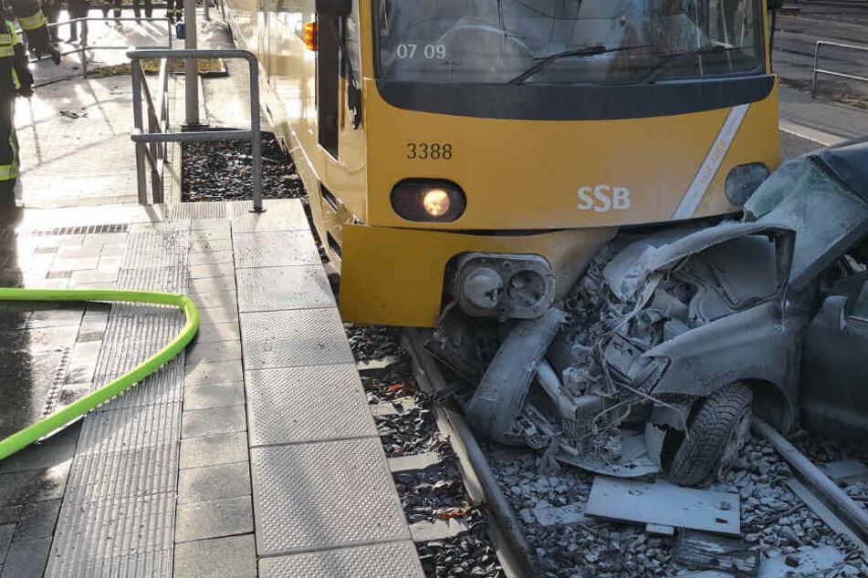 Schwerer Stadtbahnunfall: 26-Jähriger kommt hier lebend raus