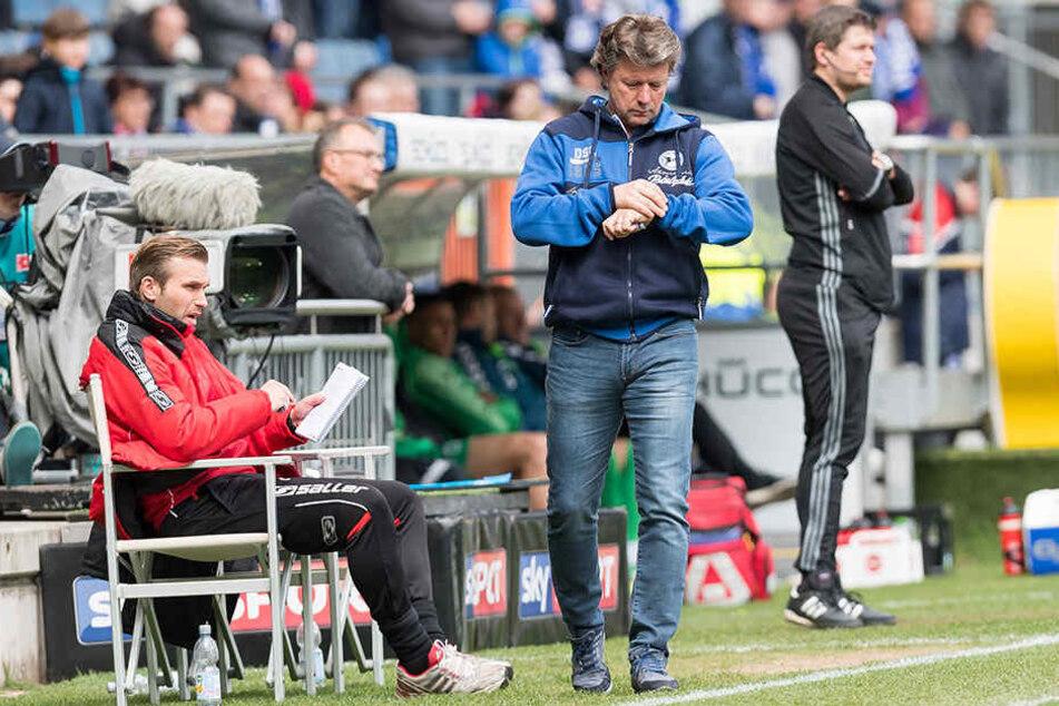 Jeff Saibene sehnt dem Ende des Spiels entgegen: Doch gegen Greuther Fürth hat es nicht gereicht.