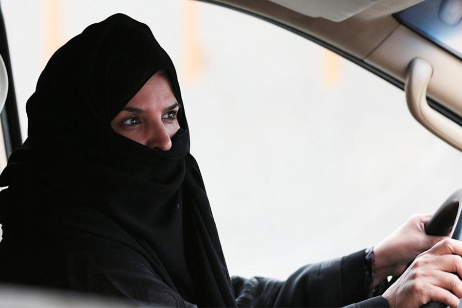 Weil die Braut nach der Trauung den Führerschein machen und Auto fahren wollte, platzte eine Hochzeit in Saudi-Arabien. (Symbolbild).
