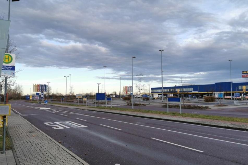 Die Bushaltestelle am IKEA-Möbelhaus in Günthersdorf. Ist Yolanda hier jemals angekommen?