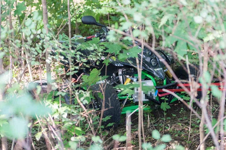 Das Quad samt Fahrerin stürzte in den Flutgraben.