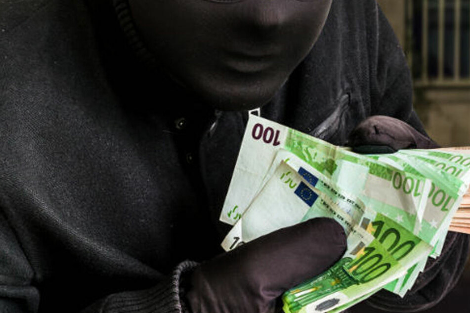 Tankstellen-Räuber erbeutet mehrere hundert Euro: Was er dann macht, erstaunt