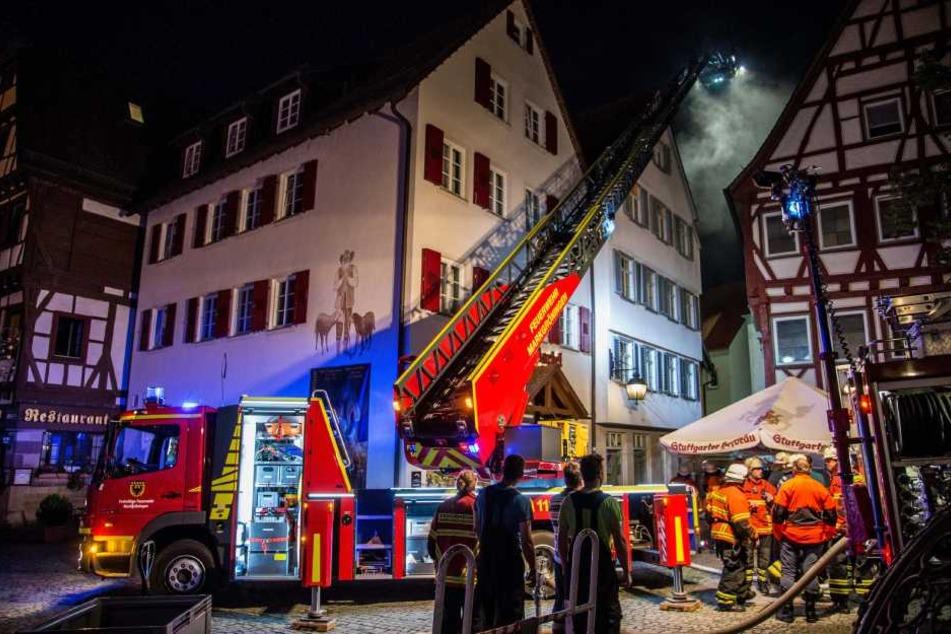 Bei dem Brand in der Sozialunterkunft starben in der Nacht zwei Menschen.