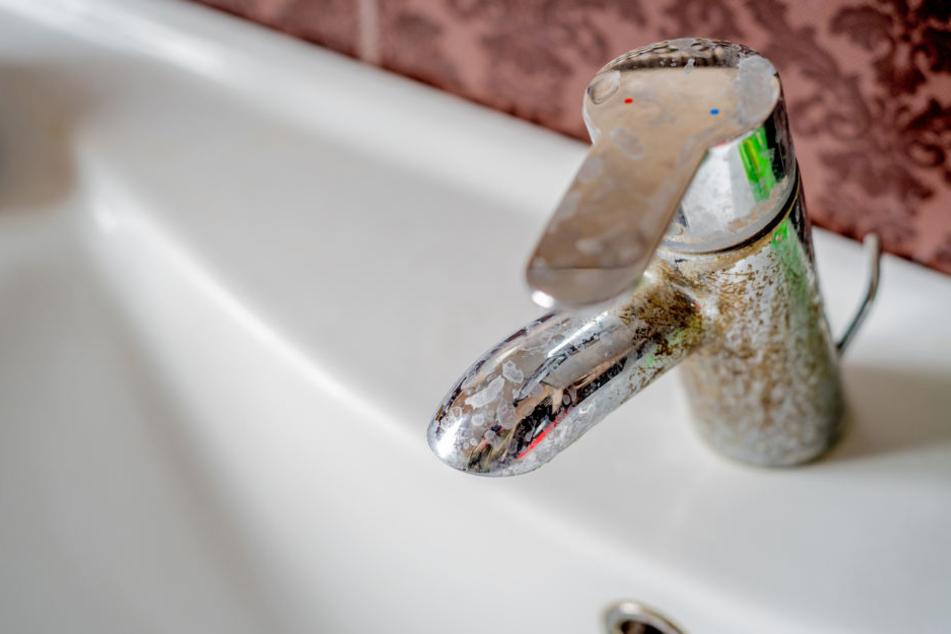 Kalk lagert sich auch auf Wasserhähnen ab.