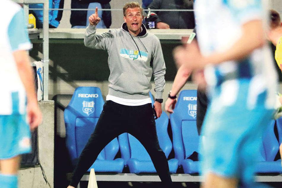 24. April, Chemnitz, Sachsenpokal-Halbfinale: Trainer David Bergner steht die kompletten 120 Minuten plus Elfmeterschießen unter Strom!