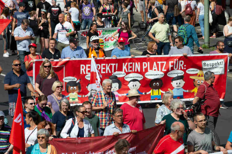 Tausende demonstrierte gegen die Rechten-Demo.