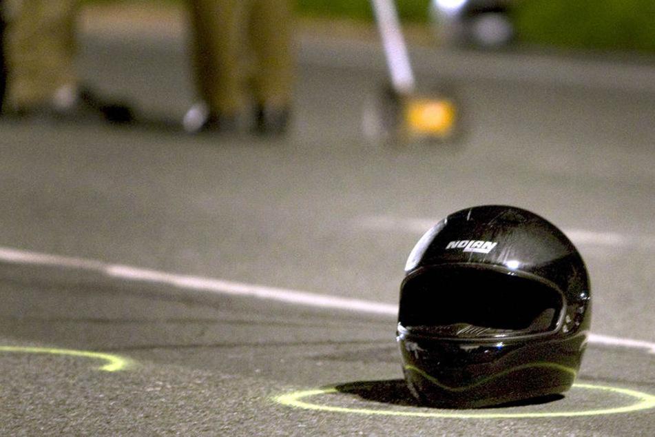 Der 23-jährige Motorradfahrer verstarb noch an der Unfallstelle.