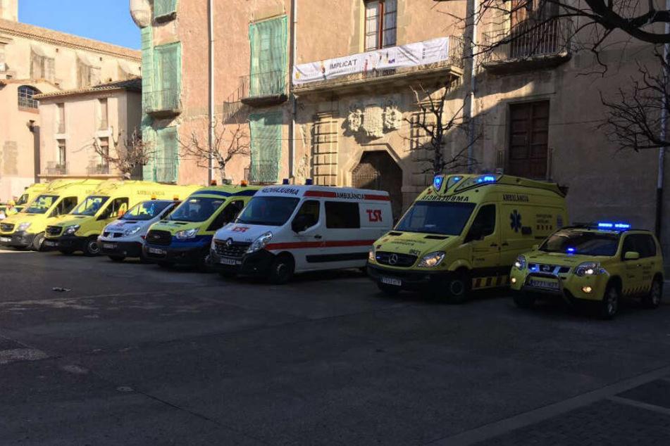 Die örtlichen Rettungskräfte rückten mit einem Großaufgebot am Ort des Geschehens an.