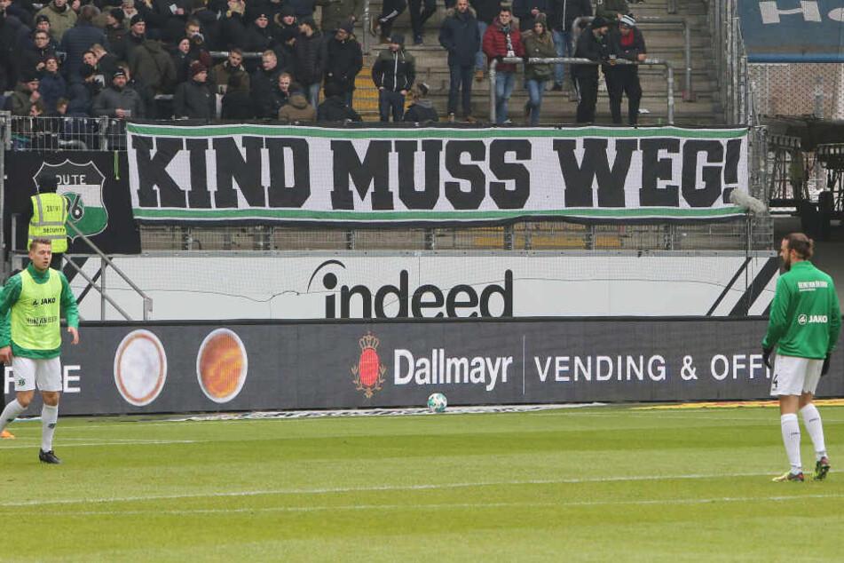 Protest gegen Präsident Kind: Die Hannover-Anhänger feuerten ihr Team während des Spiels nicht an.