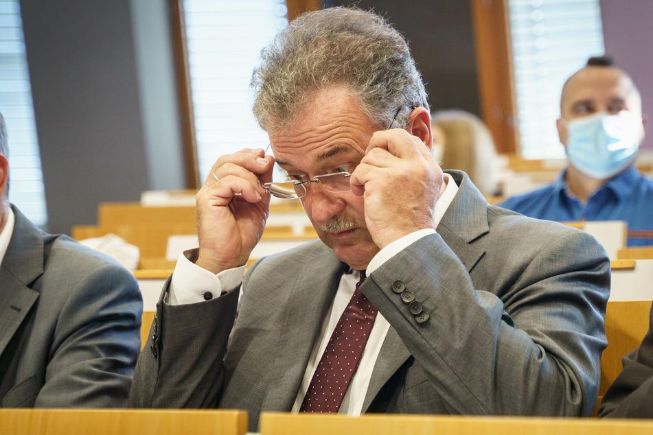 Als Vorsitzender der GDL wird sich Claus Weselsky (62) das neue Angebot der Deutschen Bahn ganz genau anschauen.