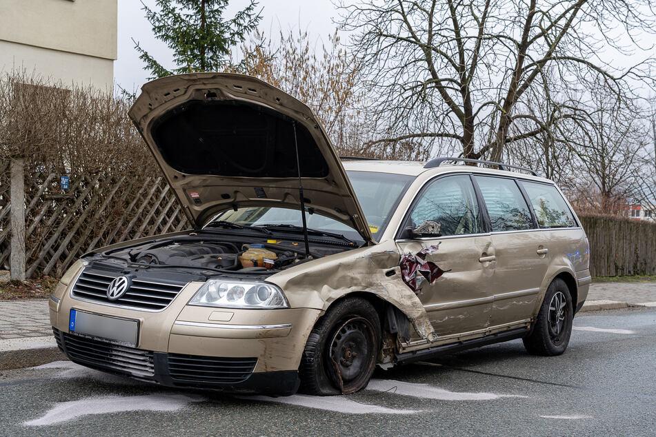 Der 76-jährige Fahrer des VW Passat blieb unverletzt.