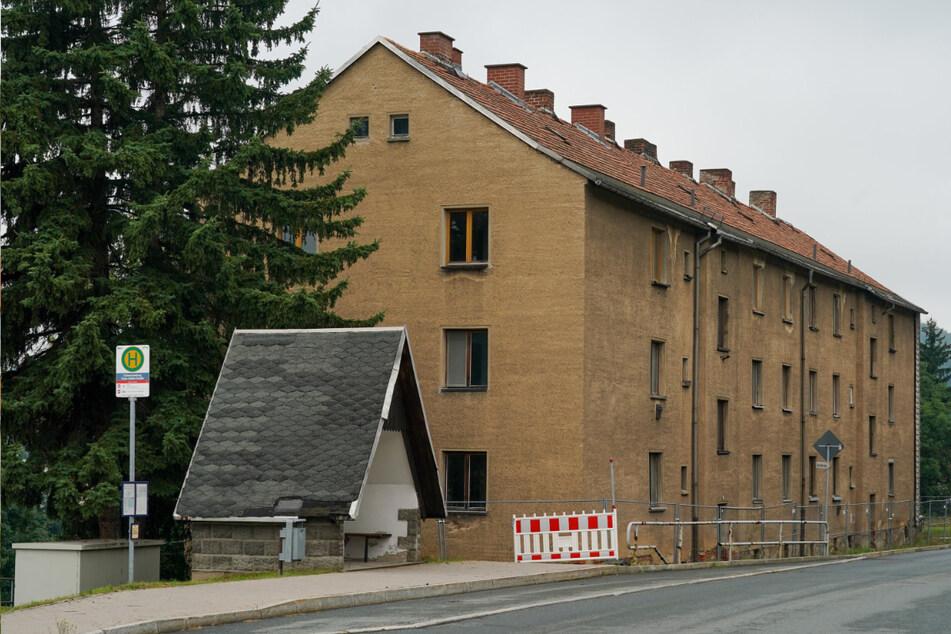 Ein leerstehender Altneubau in der Clara-Zetkin-Straße in Schwarzenberg.