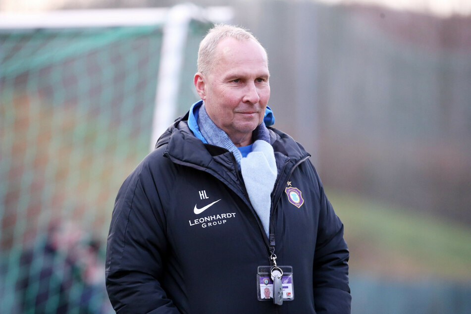 Aue-Boss Helge Leonhardt begrüßt die Entscheidung eine Wiederaufnahme von Spielen ohne Zuschauer in der Fußball-Bundesliga (Archivbild).