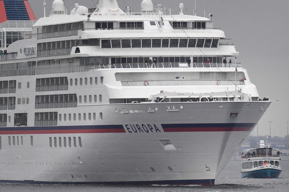 """Der 198 Meter lange Luxusliner """"Europa"""" der Reederei Hapag Lloyd Cruises. Die Reederei lässt ab Herbst nur noch Geimpfte an Bord. (Archivfoto)"""