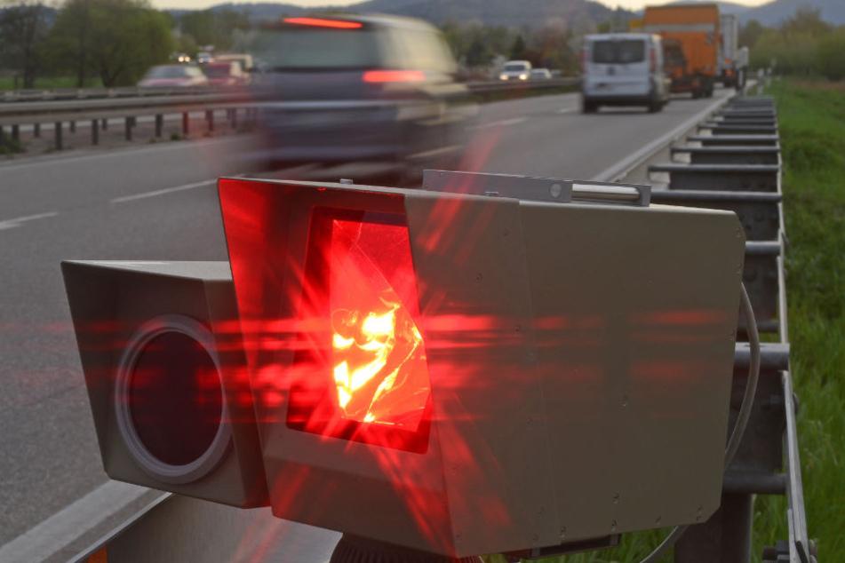 Einen Blitzer haben Unbekannte in Karlsruhe gestohlen. (Symbolbild)