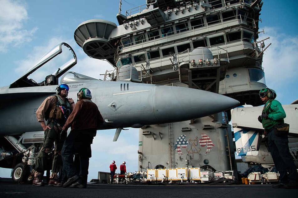 Die Spannungen zwischen den USA und dem Iran hatten in den vergangenen Wochen massiv zugenommen. Um den Druck auf Teheran zu erhöhen, entsandte das Pentagon den Flugzeugträger und eine Bomberstaffel in die Region.