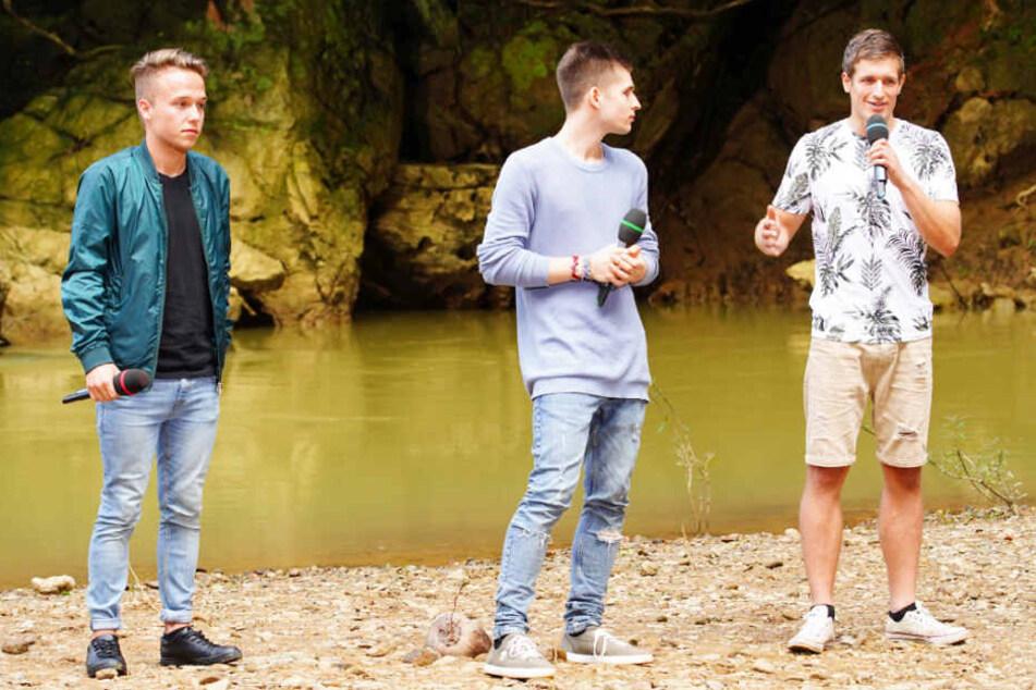 """Jonas (von links), Taylor und Silvan singen """"Der Weg"""" von Herbert Grönemeyer."""