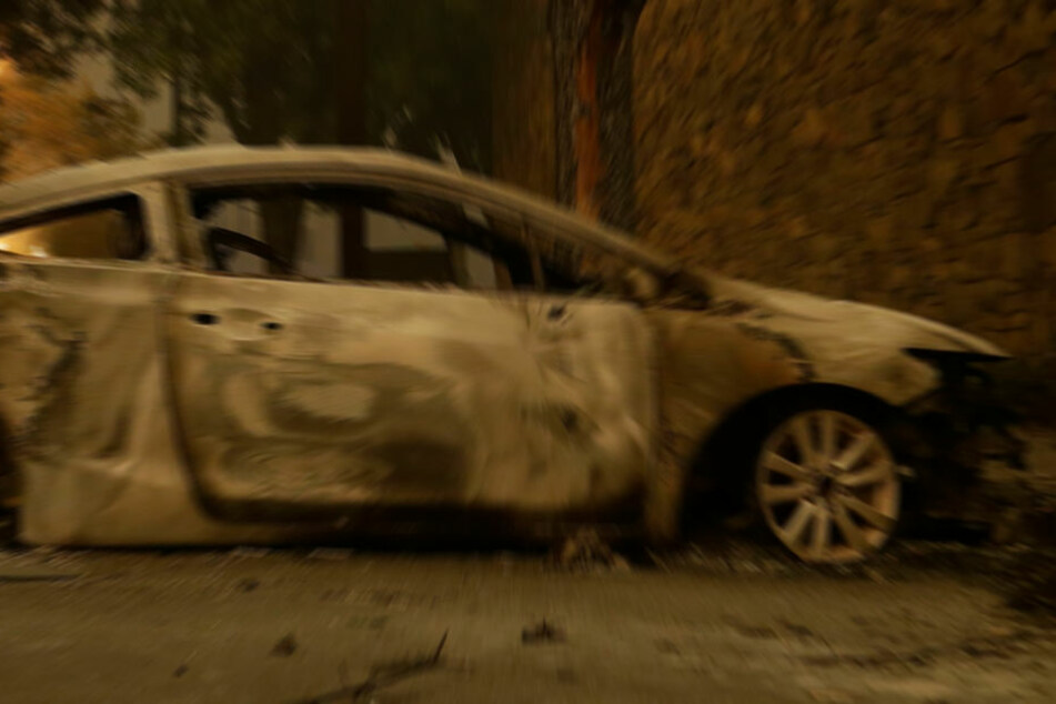 Am Fahrzeug entstand Totalschaden. (Symbolbild)