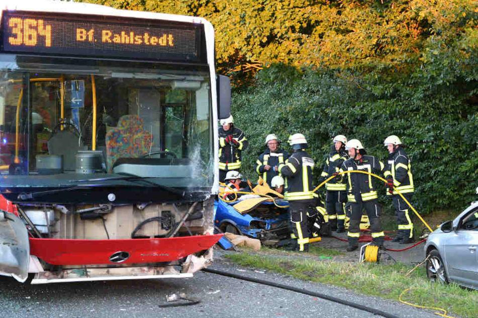 Der Linienbus kollidierte mit zwei Autos.