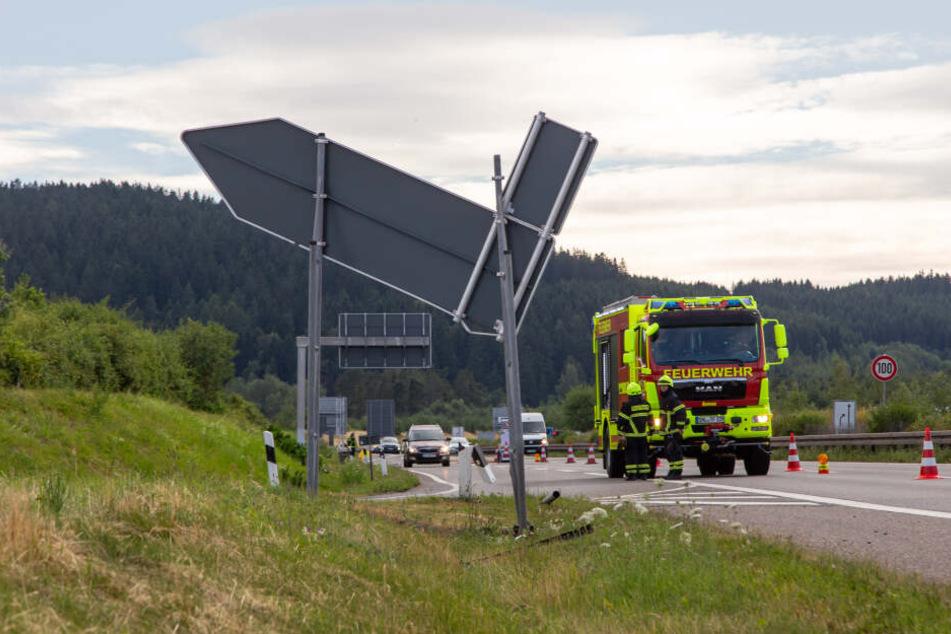 Das Ausfahrtsschild war nach dem Unfall nicht mehr an Ort und Stelle.
