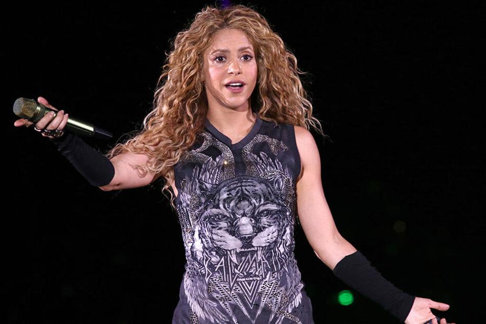 Den ein oder anderen kolumbianischen Hüftschwung wird es wohl auch geben. Shakira, Frau von Barca-Star Pique, wird in Miami neben JLo auftreten.