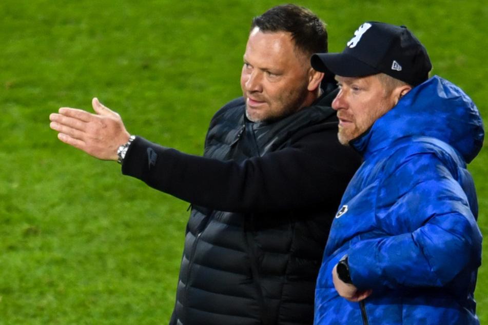 Hertha-Coach Pal Dardai und sein Co-Trainer Zecke Neuendorf (r.). Dardai waren mit dem Auftritt ihrer Mannschaft im Stadtderby überhaupt nicht zufrieden.