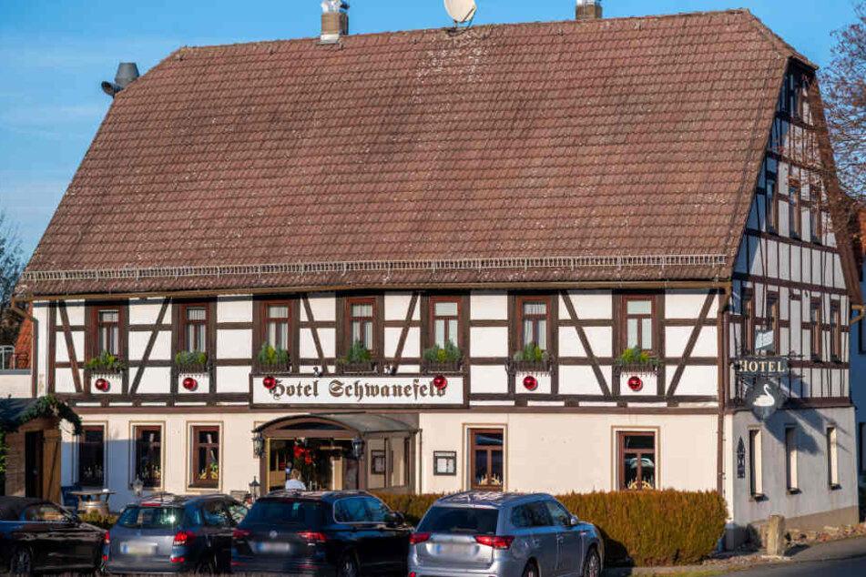 Im Romantik-Hotel Schwanefeld bei Meerane können Gäste an zwei Orten gleichzeitig übernachten.
