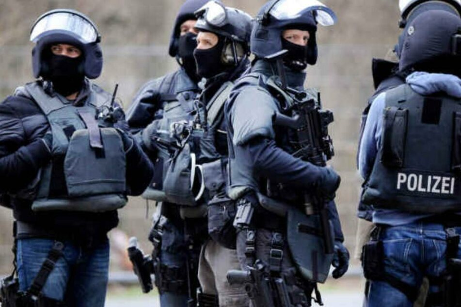SEK-Einsatz: Bewaffneter Raubüberfall auf Volksbank