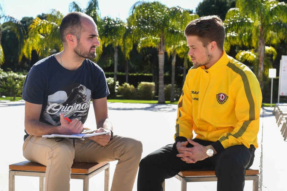 TAG24-Redakteur Tom Jacob beim Interview mit Patrick Möschl im Trainingslager in Belek.