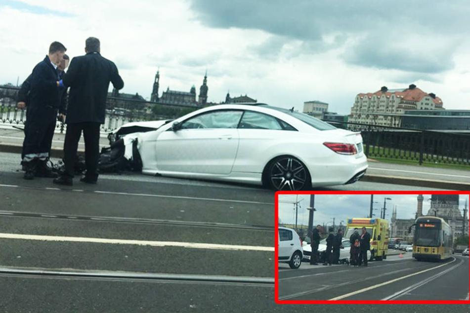 Unfall auf der Marienbrücke: Auto kracht mit Fahrradfahrerin zusammen
