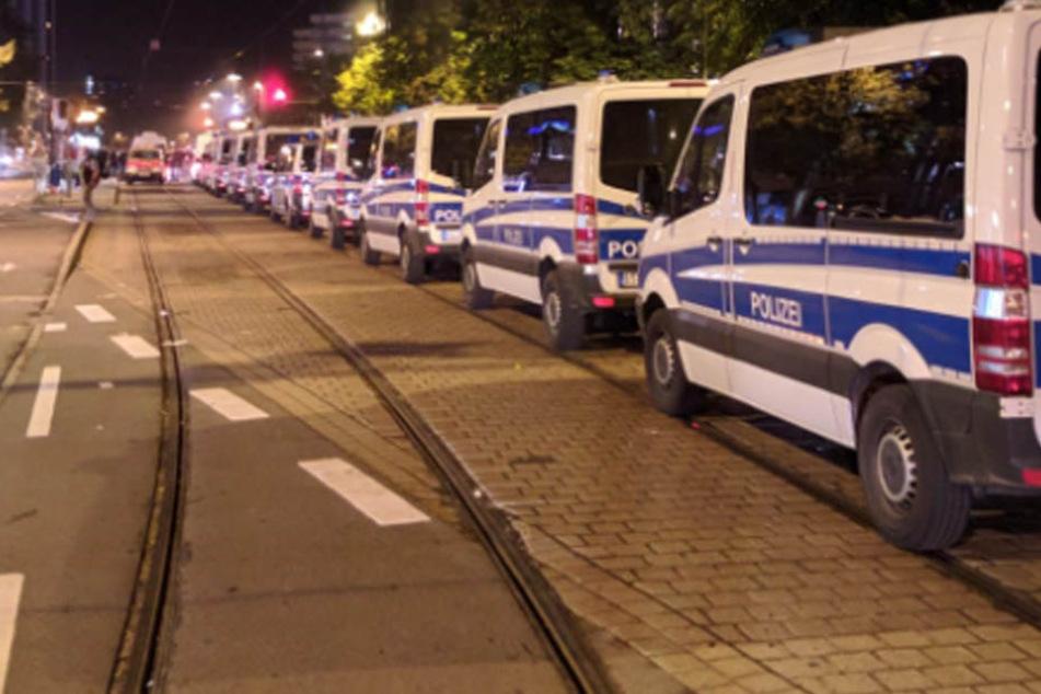 Die Polizei ist an der Brückenstraßen im Einsatz.