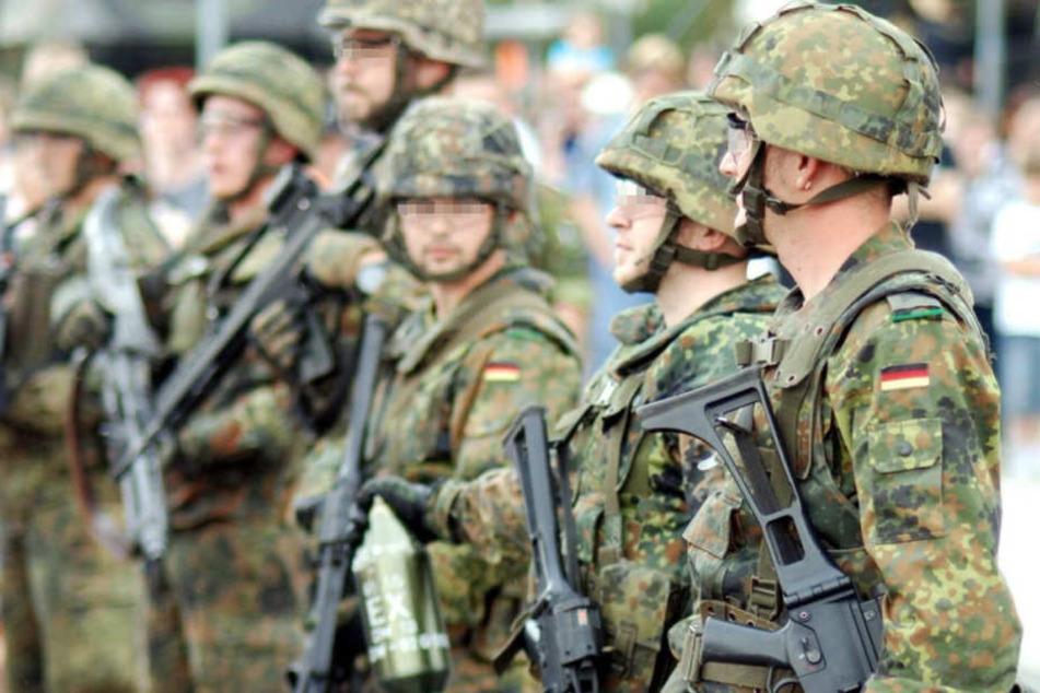 Erliten Schwule Soldaten lange erhebliche Nachteile bei der Bundeswehr?