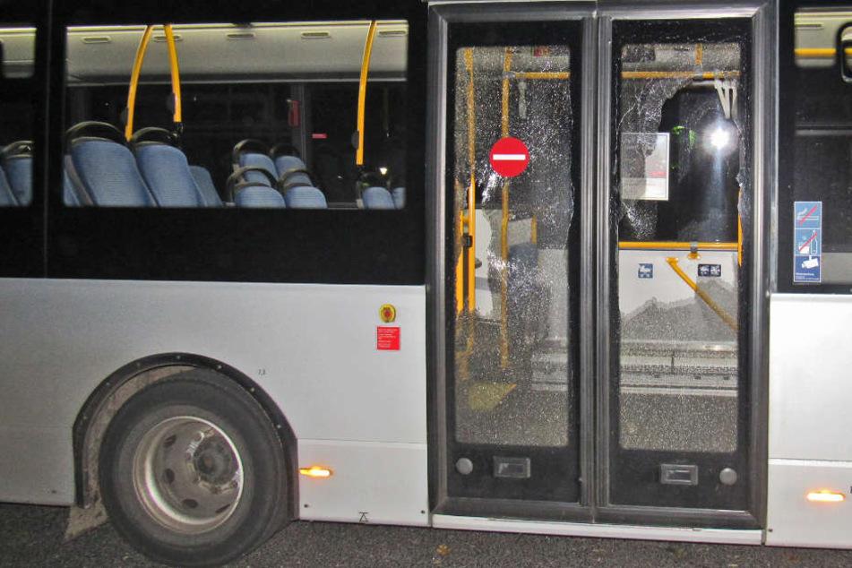 Am 3. Oktober wurde ein Linienbus in Erkrath mit Steinen beworfen.