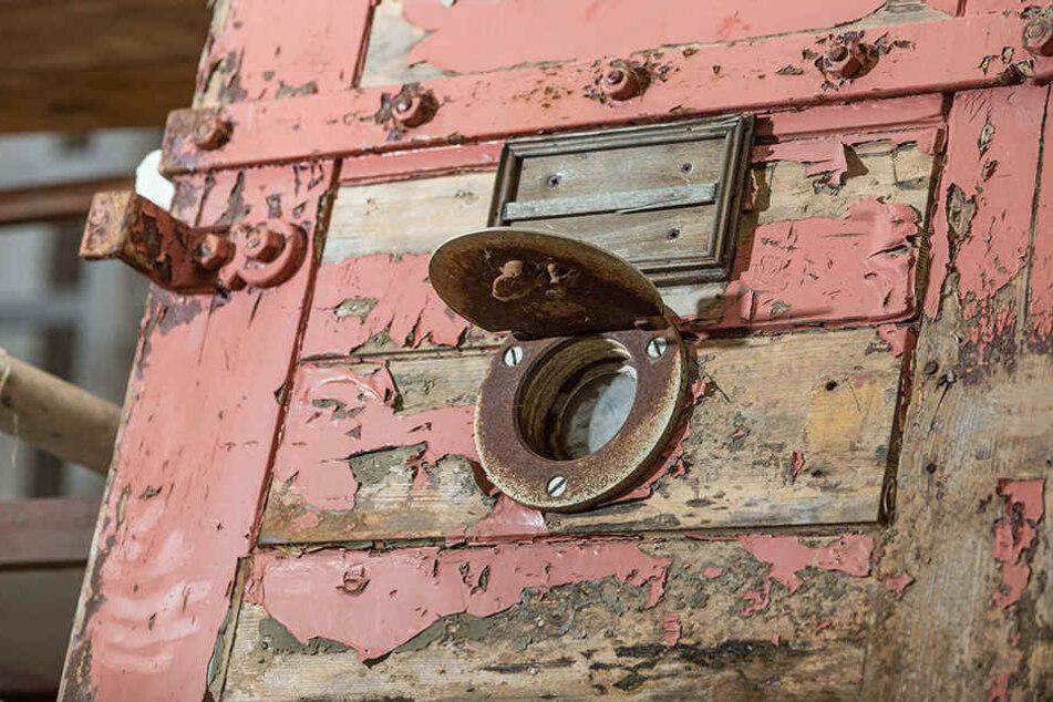 Auf der Internet-Plattform  Ebay Kleinanzeigen bietet Ralph Schulz derzeit die alten Knasttüren für 299 Euro an.