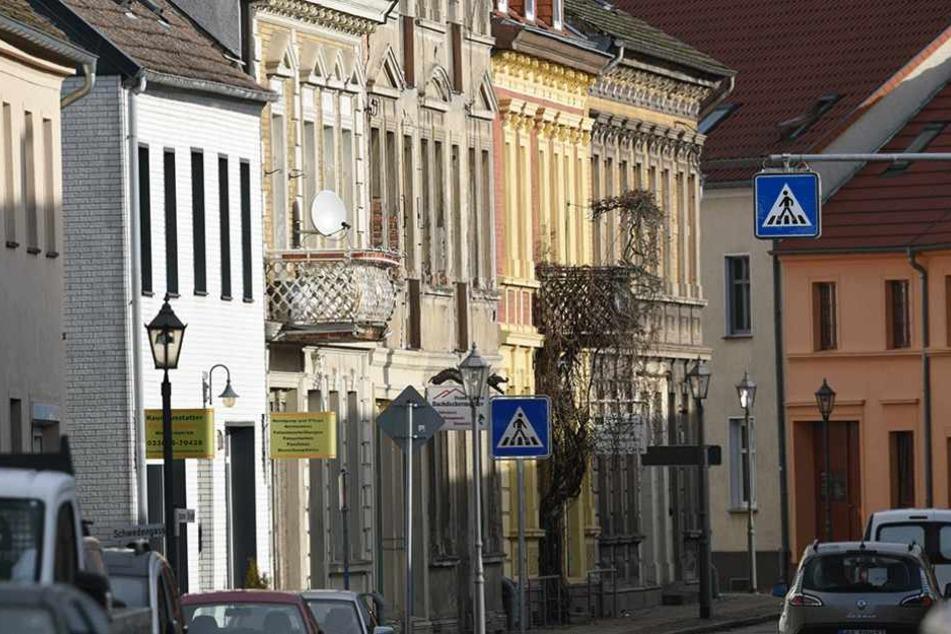 Der Marktplatz von Kremmen. In der Stadt wird gerade nach einem Mann gesucht, der Brandsätze auf ein Asylheim geworfen hat.