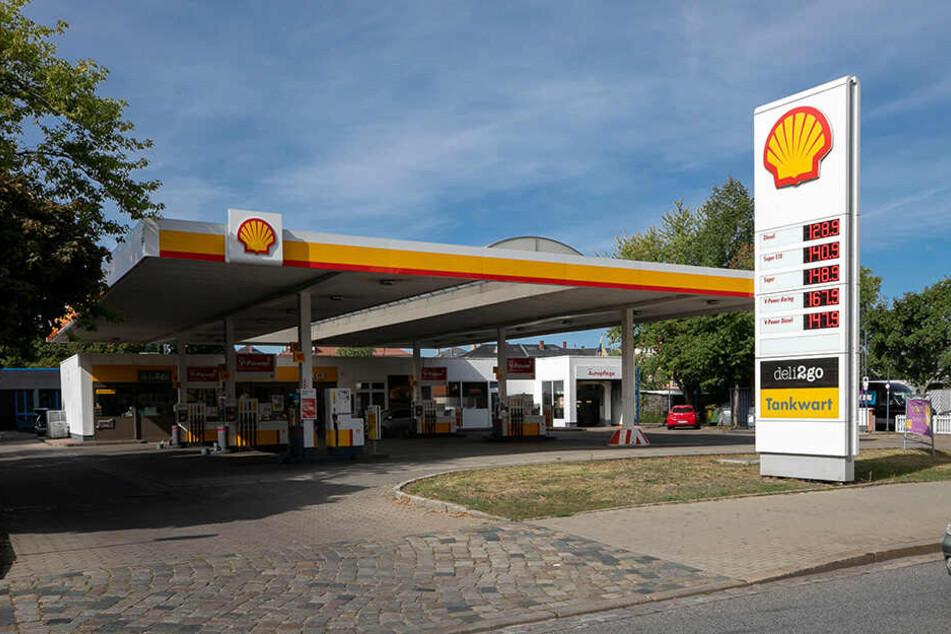 Diese Shell-Tankstelle an der Leipziger Straße raubten die beiden Drogenabhängigen im Februar aus und erbeuteten 160 Euro.