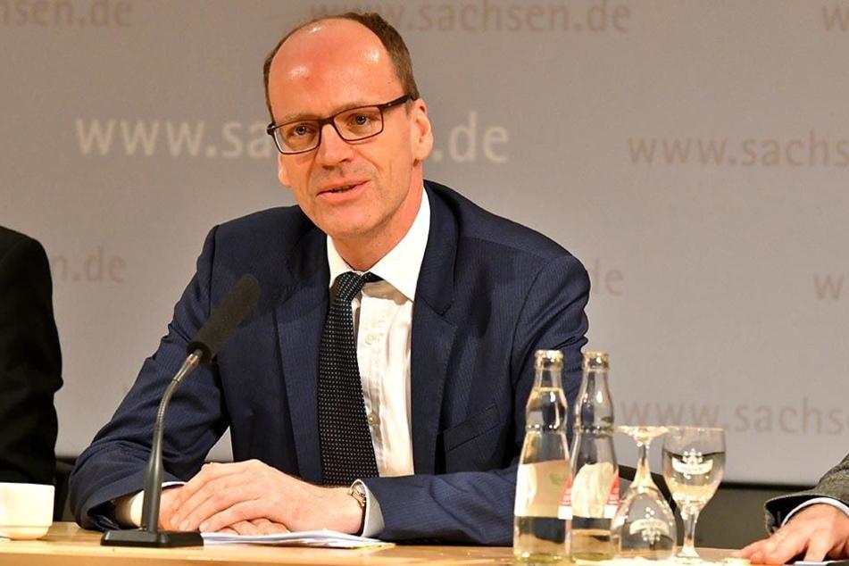Auch der neue sächsische Schatzmeister Matthias Haß (50, CDU) kann aus diversen Kassen die Landesfirmen bedienen, wenn diese Minus machen.