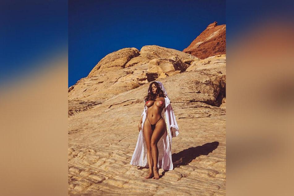 Demi Rose verzaubert ihre Follower als Wüstengöttin.