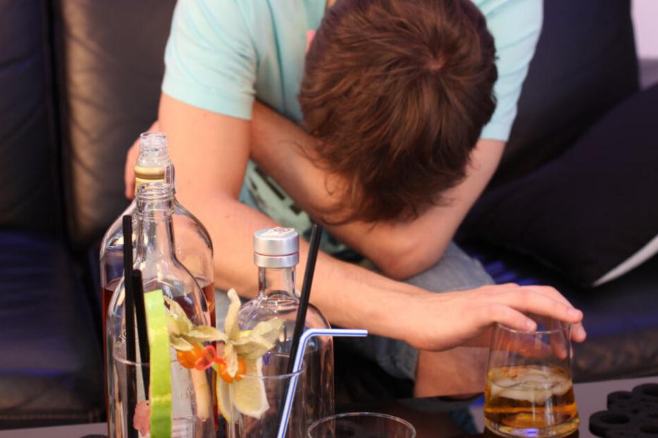 Der 17-Jährige war nach einer Geburtstagsfeier sehr stark betrunken und hatte sich verlaufen. (Symbolbild)