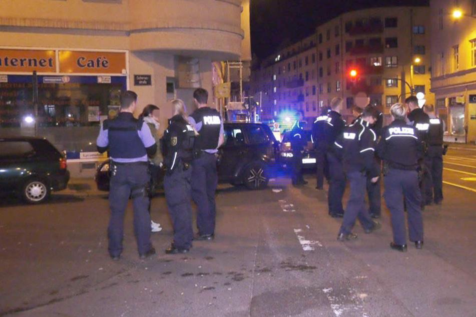 Als die Polizei vor Ort eintraf, flüchteten zahlreiche Personen aus der Shishabar.