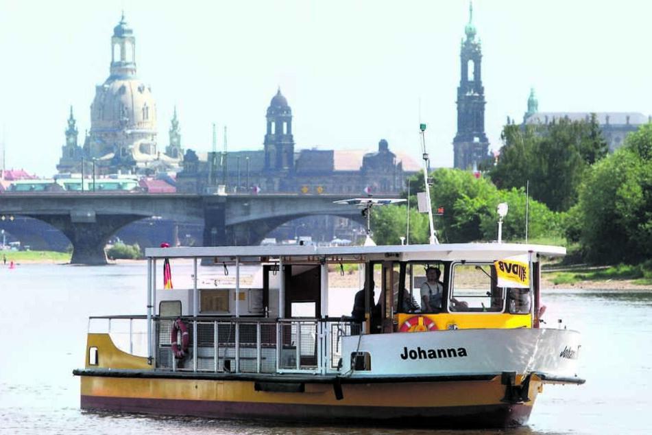 1996 wurde die Fährverbindung zwischen Pieschen und dem Ostragehege eingestellt. 2001 fuhr ausnahmsweise eine Fähre (F.) zum Kirchentag.
