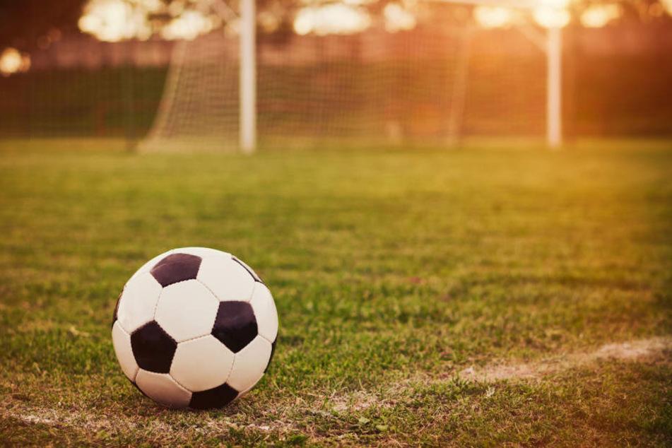 Der Fußball schreibt ja bekanntlich seine eigenen Geschichten. (Symbolbild)