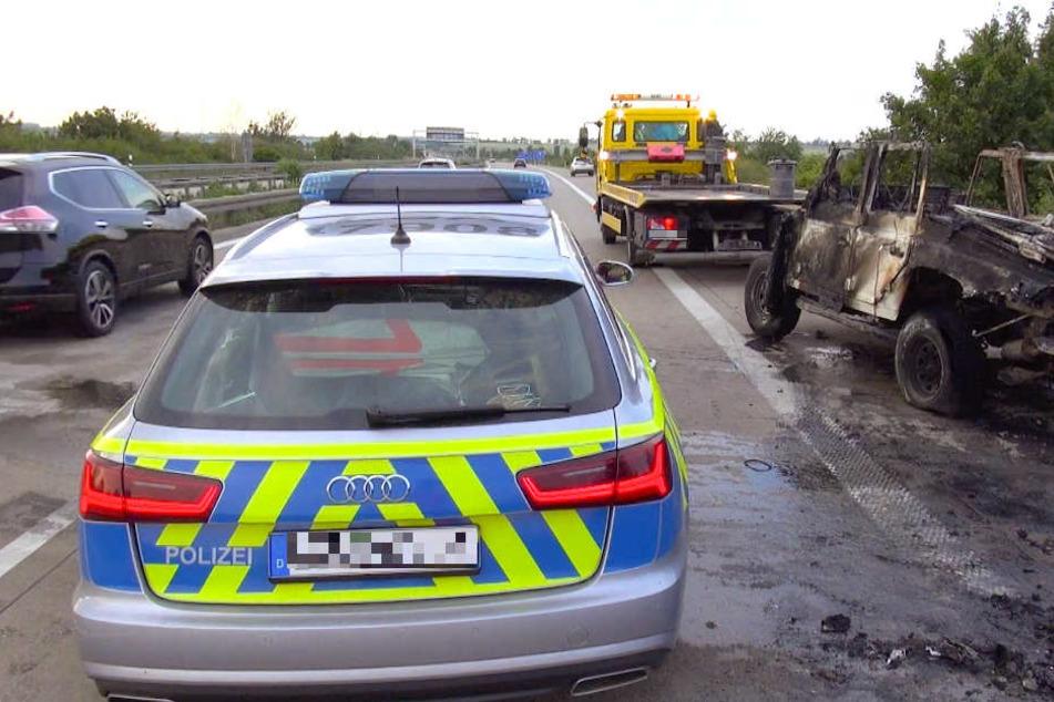 Schwerer Unfall auf der A14: Geländewagen brennt aus
