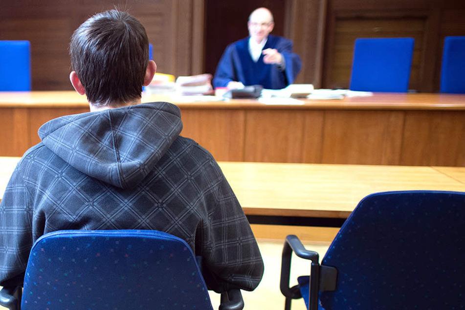 Wer darf bleiben? Das entscheiden auch in Sachsen am Ende Verwaltungsgerichte.